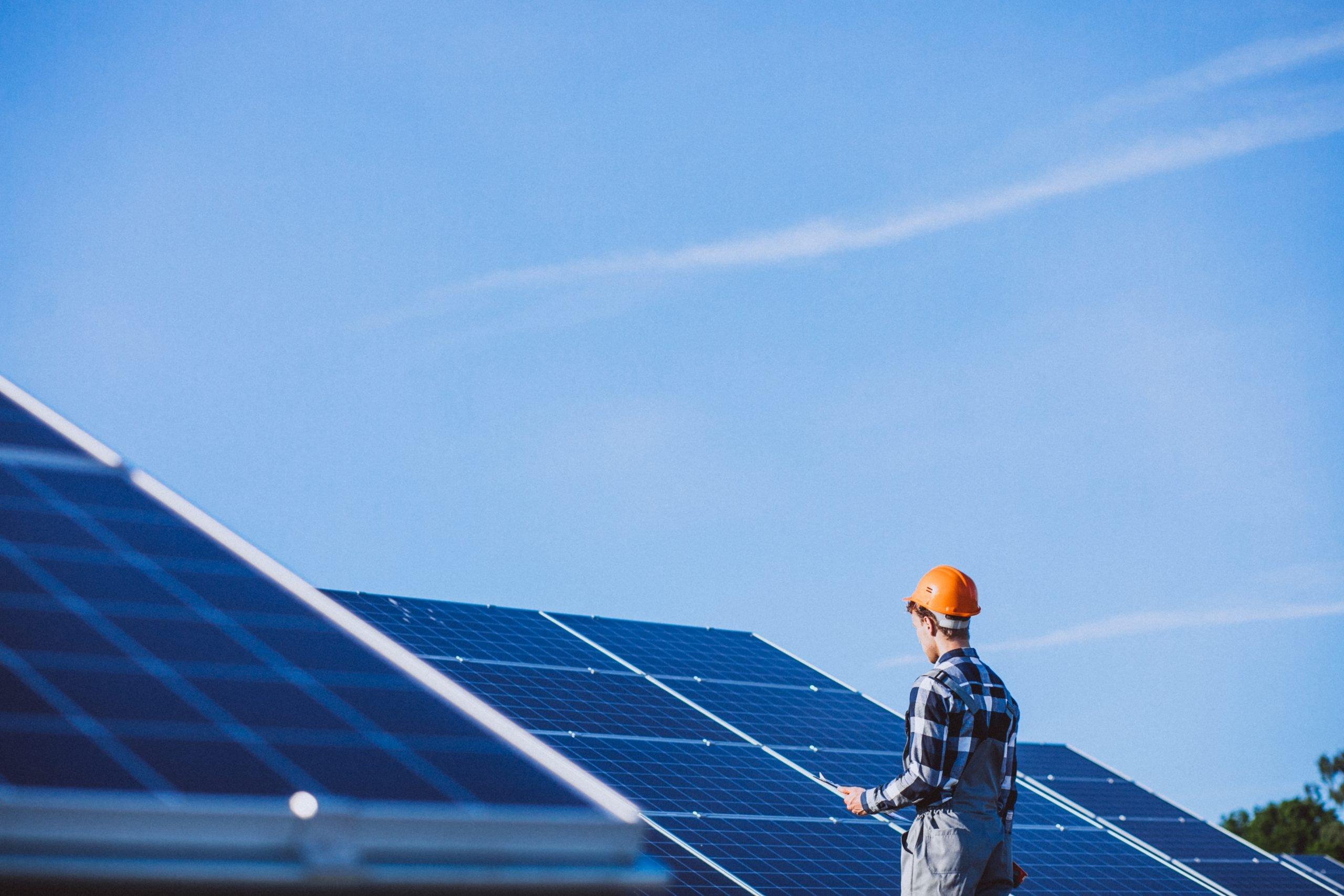 Gli operai di Gruppo altea per la manutenzione dei tuoi pannelli fotovoltaici
