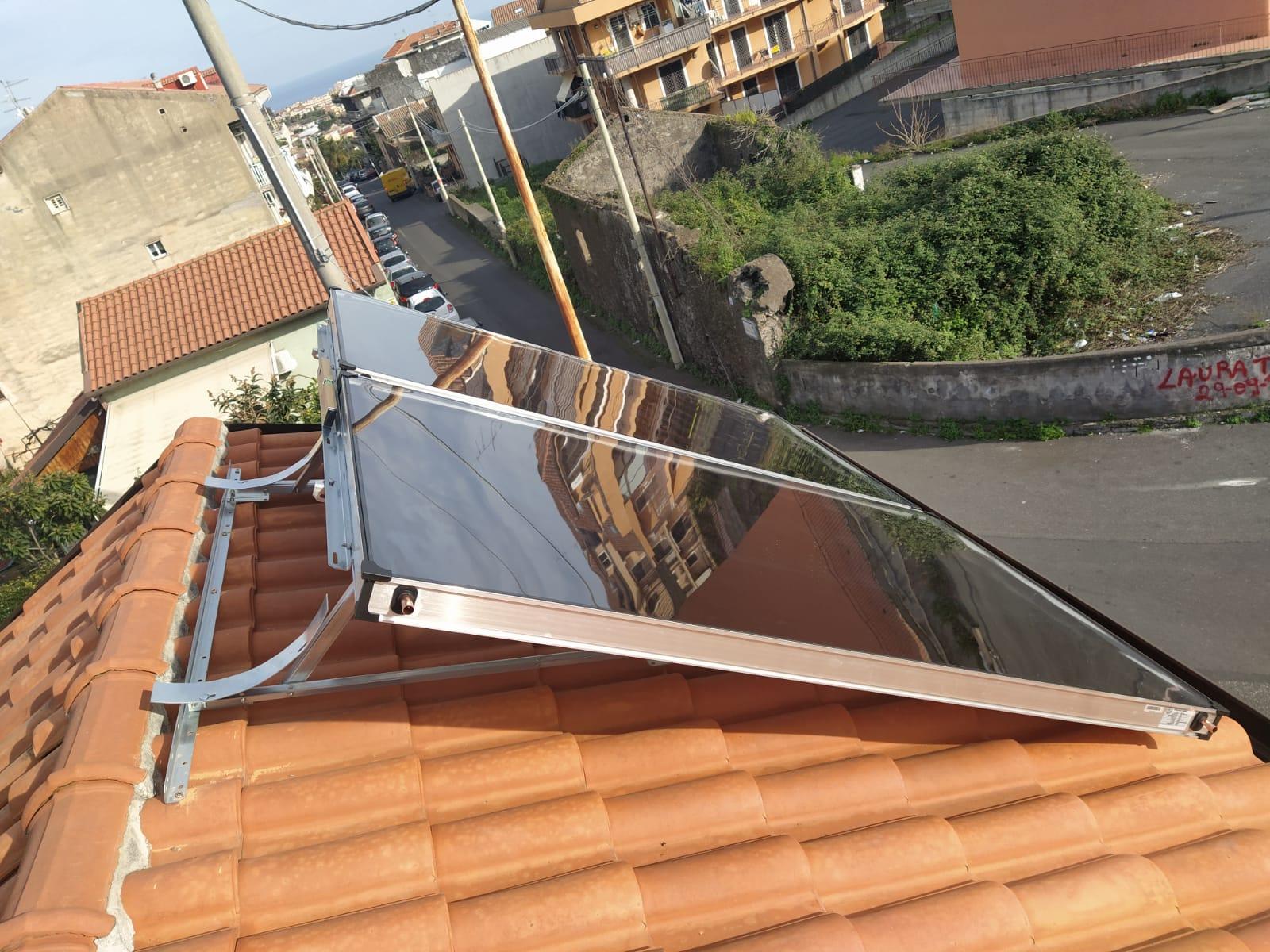 ST Solare Termico vista laterare e montaggio ultimato escluso il boiler
