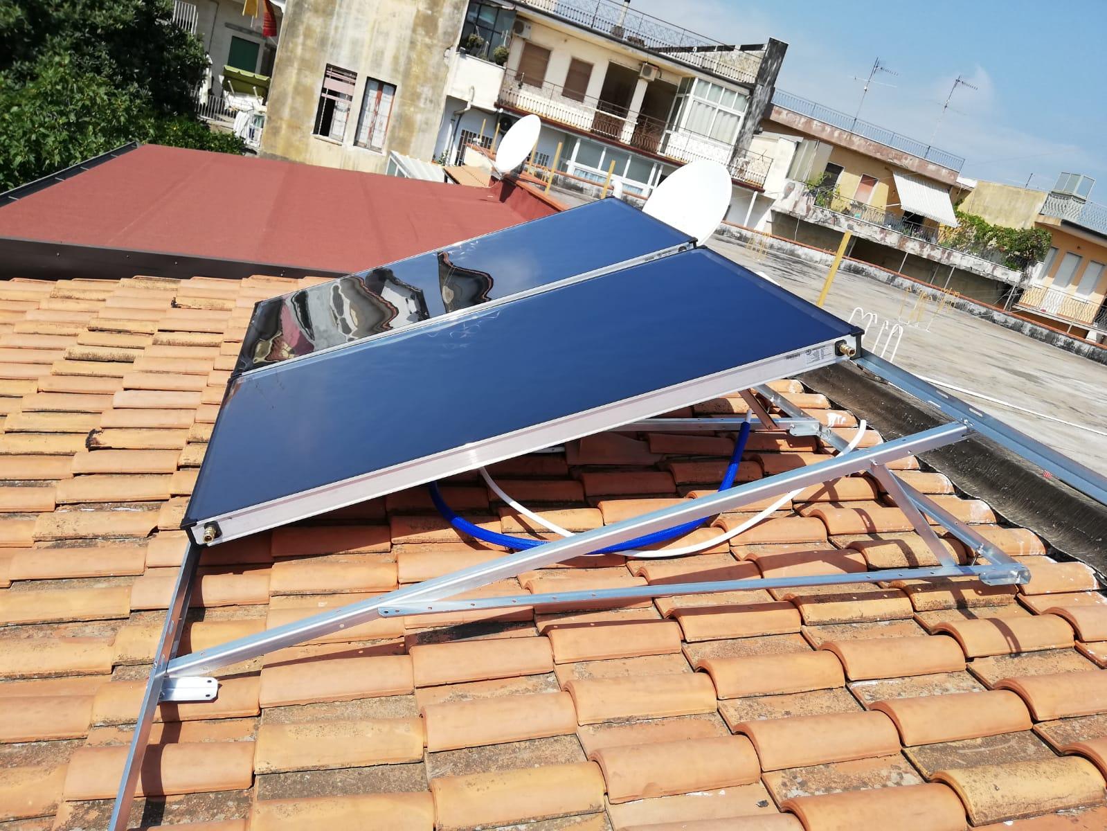 Primo montaggio di due pannelli solari termici