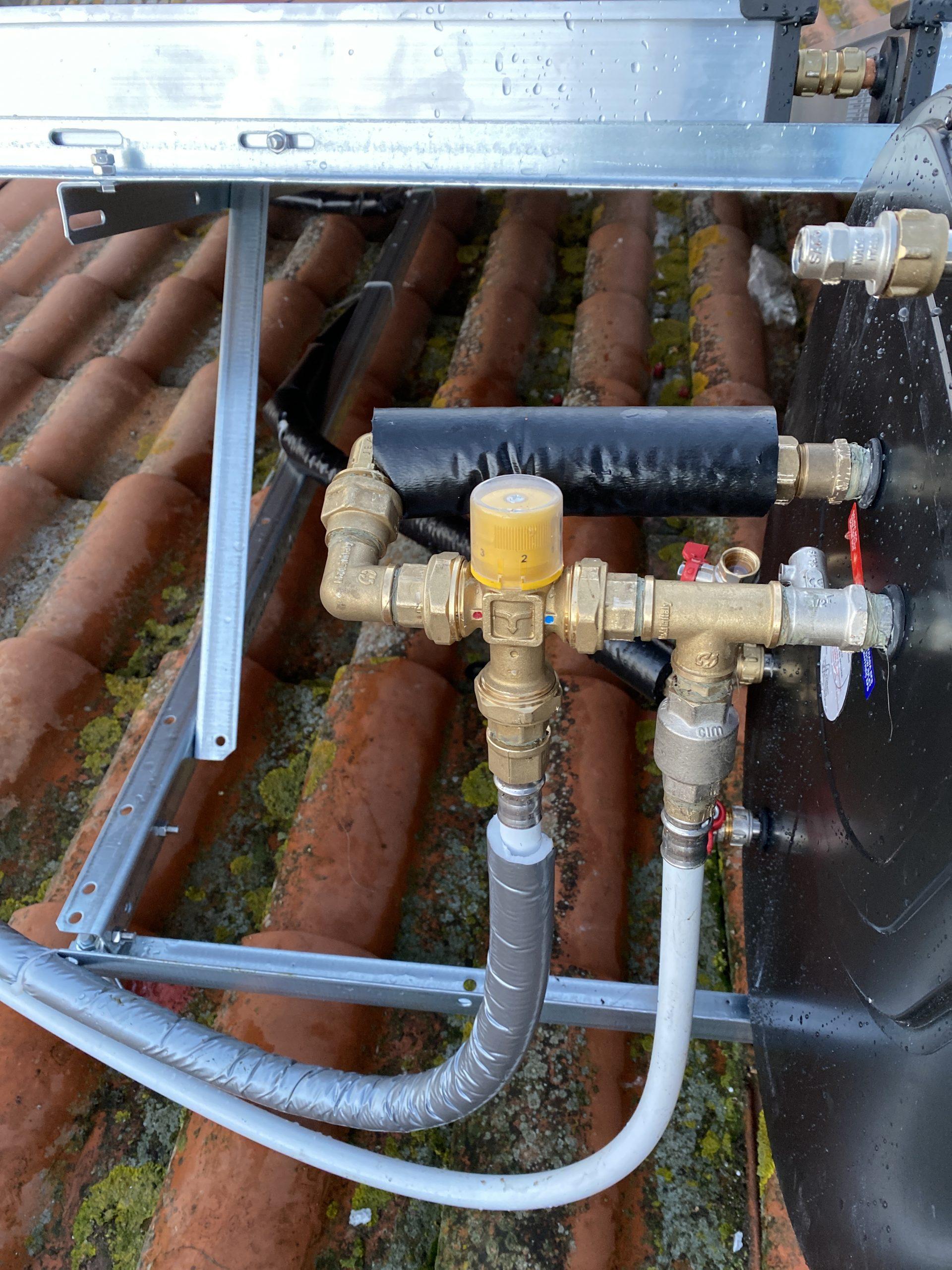 impiantistica acqua collegata ai 3 pannelli di solare termico
