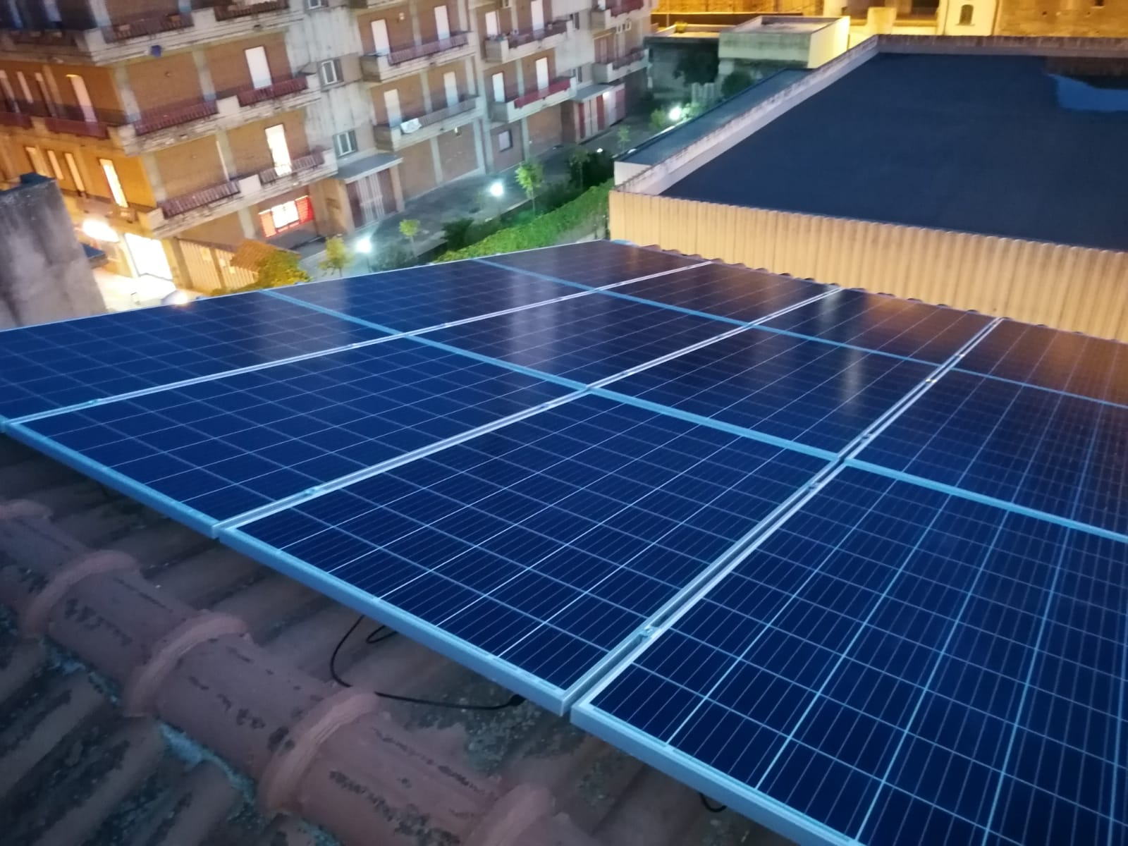 foto di inquadratura diversa per impianto fotovoltaico su tutta esposizione a sud
