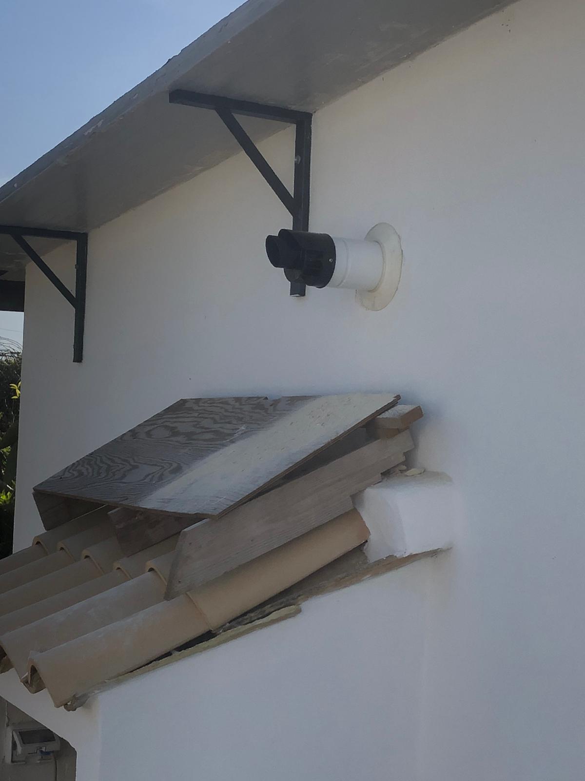 canna fumaria in uscita dalla parete principale