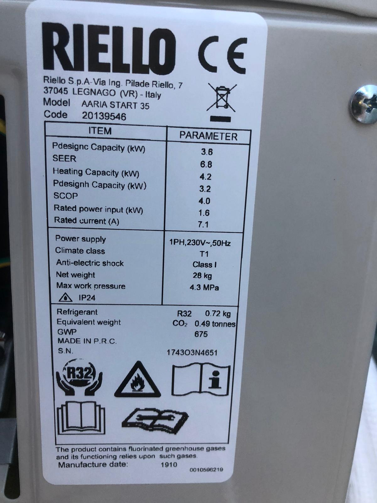 Il nostro Riello installato al signor Palermo è 12000 BTU doppio inverter caldo freddo - Riello