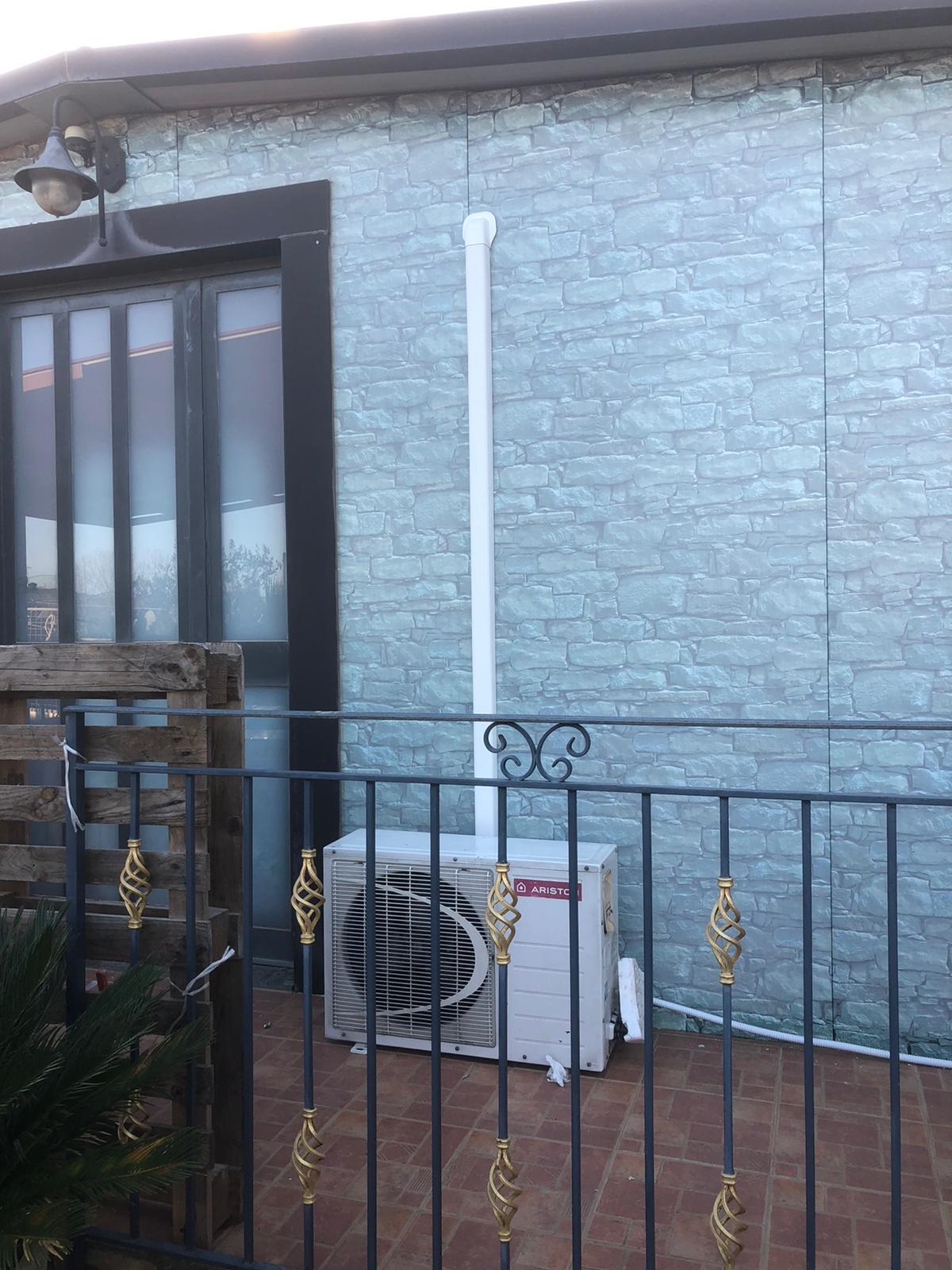 installazione con canaletta pulita da esterno e motore climatizzatore Riello