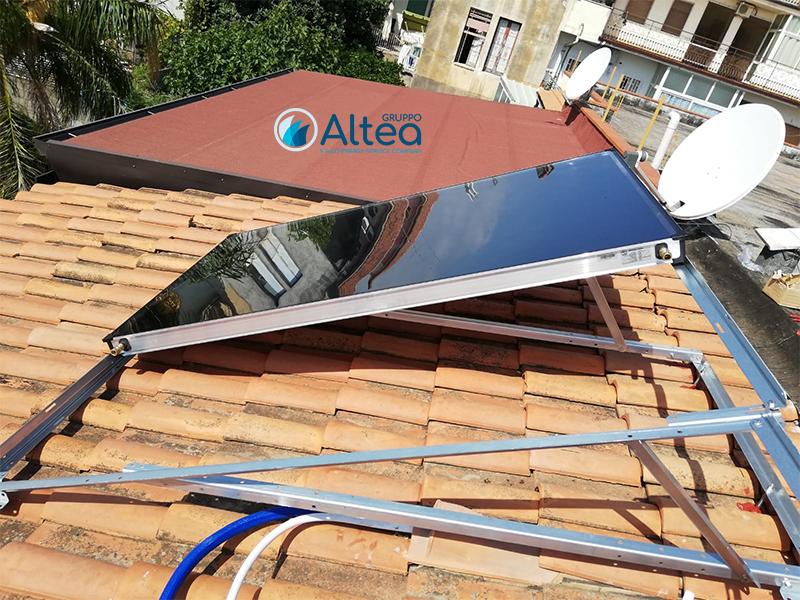 solare termico in fase di montaggio