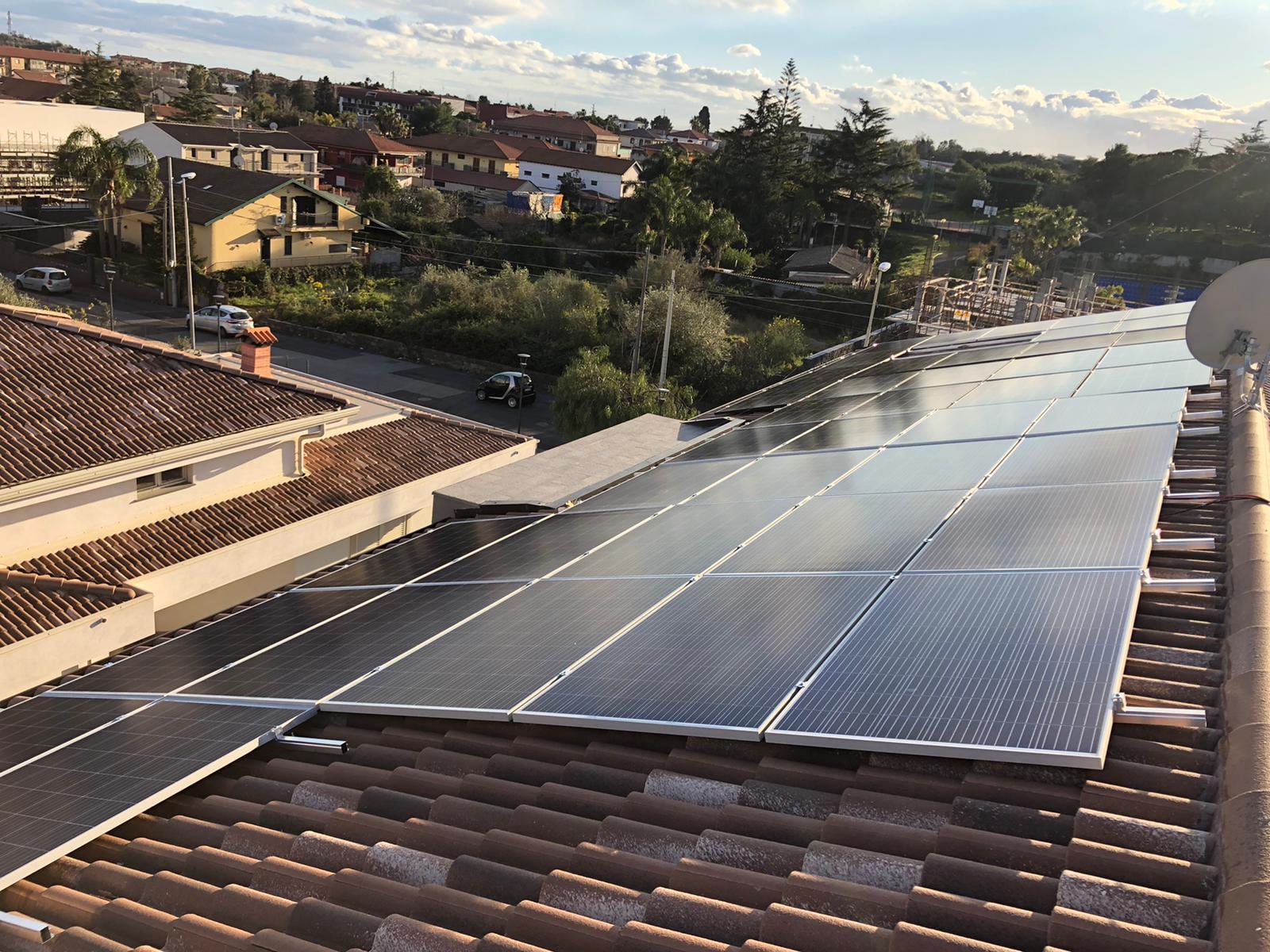 montaggio fotovoltaico su tetto spiovente