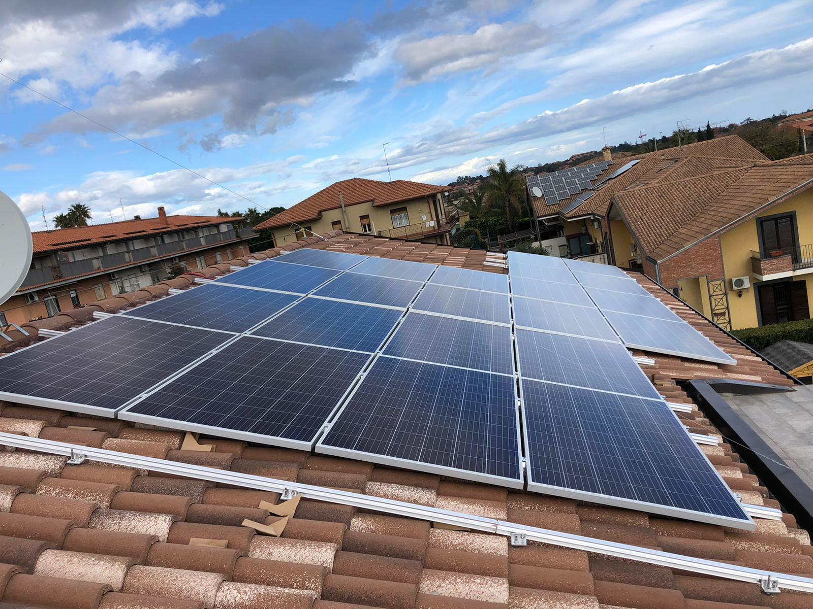 installazione quasi completo fotovoltaico