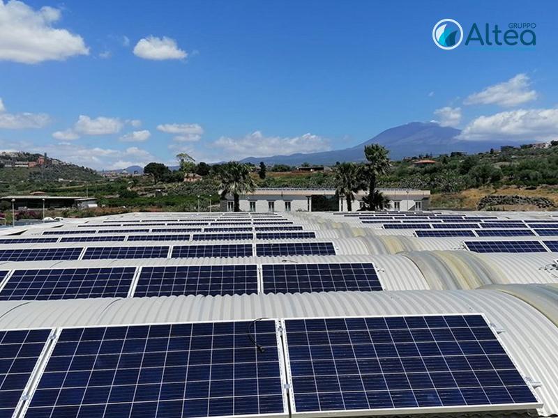 Panneli Fotovoltaici con vista sull'Etna