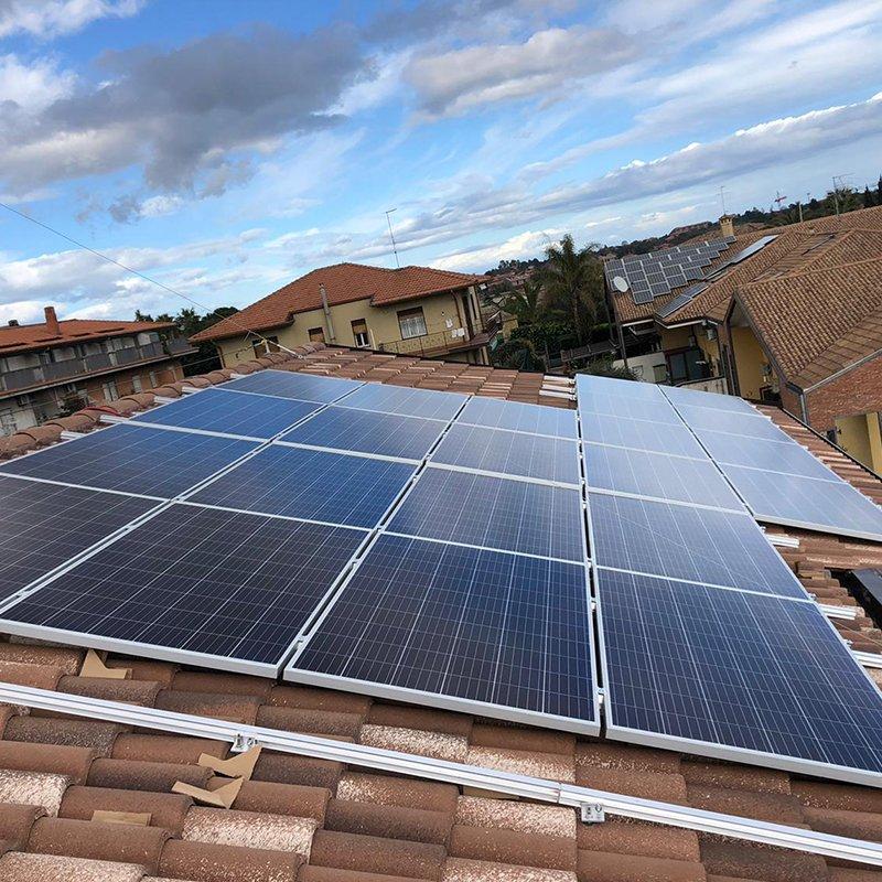 copertina fotovoltaico idea costruzioni su 10 appartamenti