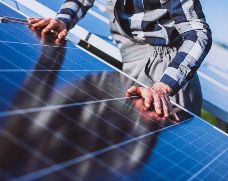 Gli operai di Gruppo altea per la manutenzione dei tuoi pannelli fotovoltaici installati in Sicilia